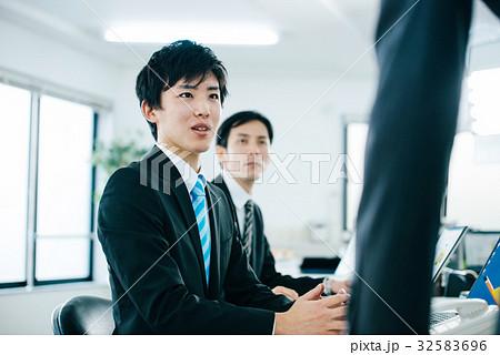 ビジネスマン 男性 32583696