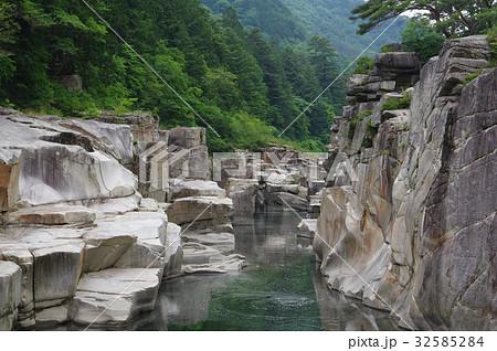 信州 木曽路の景勝 寝覚の床 木曽川に侵食された奇岩がならぶ 浦島太郎伝説も残る 32585284