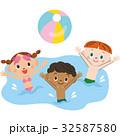 水の中で遊ぶ子供達 32587580
