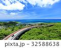 沖縄県南城市 絶景のニライカナイ橋をドライブ 32588638
