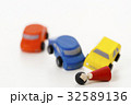 交通事故 正面衝突 車 自動車 白バック 乗り物 乗用車 32589136