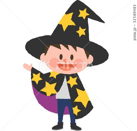 ハロウィンの仮装をした男の子 32589483