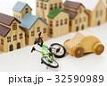 交通事故 自転車 車 自動車 街 町 住宅街 32590989