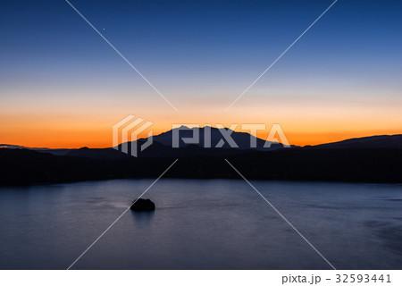 摩周湖の夜明け前 32593441