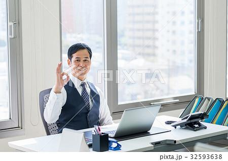 ビジネスマン 32593638