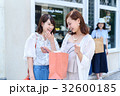 ショッピング 女性 32600185