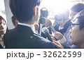 囲みを行う報道陣 32622599