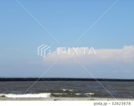 夏の青空と白い雲 32623678