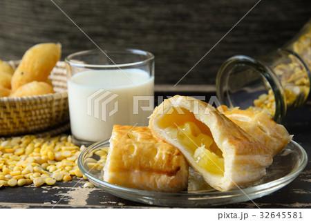 soy milk 32645581