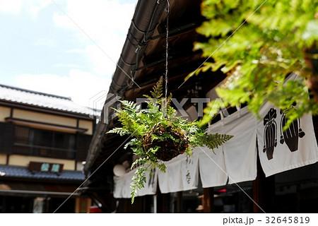 軒下のつりしのぶ 日本の夏の風情 b-1 32645819