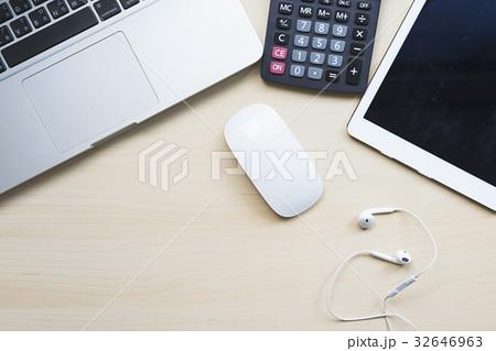 Business desk on white tableの写真素材 [32646963] - PIXTA