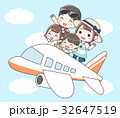 飛行機で旅行に行く家族(半袖) 32647519