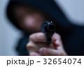 ピストル 拳銃 (犯罪 違法 犯人 悪人 変装 容疑者 事件 犯罪者 不審者 侵入 ギャング) 32654074
