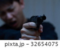 ピストル 拳銃 (犯罪 違法 犯人 悪人 変装 容疑者 事件 犯罪者 不審者 侵入 ギャング) 32654075