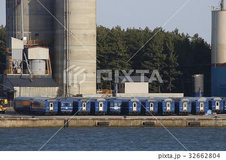 秋田港に留置中の24系客車 32662804