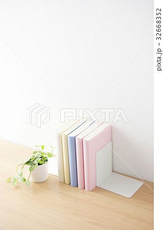 カラフルな本の写真素材 [32668352] - PIXTA