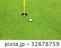 カップとゴルフボール 32678759