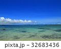 伊良部島 青い海と伊良部大橋  沖縄県 32683436