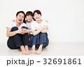 家族 親子 笑顔の写真 32691861