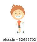 少年 キック 蹴るのイラスト 32692702