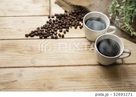 ホットコーヒーとコーヒー豆 32693271