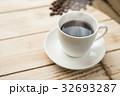 ホットコーヒーとコーヒー豆 32693287