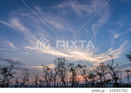釧路湿原の夕暮れの空2 32693702