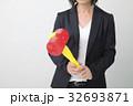 ビジネスシーン トンカチを持つ女性 32693871