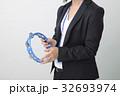 ビジネスイメージ タンバリンを持つ女性 32693974