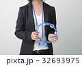 ビジネスイメージ タンバリンを持つ女性 32693975