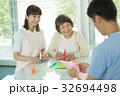 介護 リハビリ 介護士 レクリエーション 医療イメージ 32694498