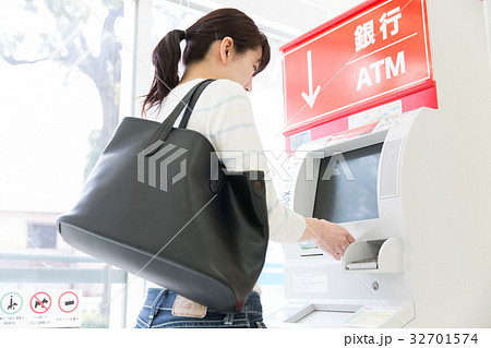 銀行ATM コンビニ 32701574