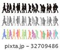 歩く シルエット 男女のイラスト 32709486