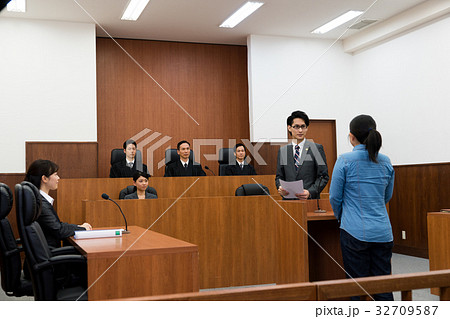 法廷 32709587