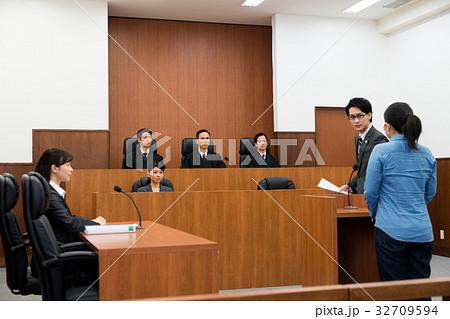 法廷 32709594