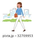 女性 歩く 会社員のイラスト 32709953