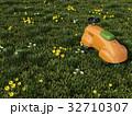 草原にあるおもちゃの乗り物 32710307