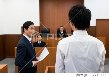 法廷 32718572