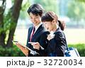 ビジネスマン(タブレットPC) 32720034
