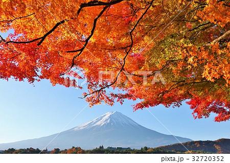 富士山と秋の紅葉 32720352