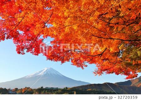 富士山と秋の紅葉 32720359
