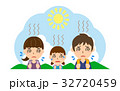 夏の行楽 熱中症の親子(父、母、娘) 32720459