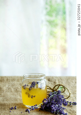Honey and sugar flavored with lavenderの写真素材 [32725041] - PIXTA