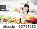 キッチン 料理 小学生 女の子 子供 ライフスタイル 32725232