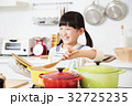 キッチン 料理 小学生 女の子 子供 ライフスタイル 32725235