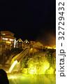 草津温泉の湯畑(夜景) 32729432