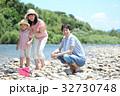 家族 川遊び 河原の写真 32730748