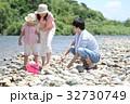 家族 川遊び 河原の写真 32730749