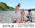 家族 川遊び 河原の写真 32730760