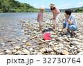 家族 川遊び 河原の写真 32730764
